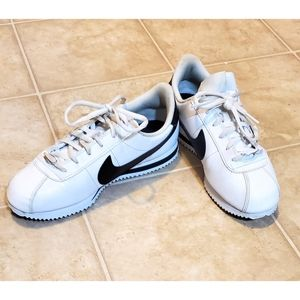 Nike Classic Black & White Youth Sneakers Size 6